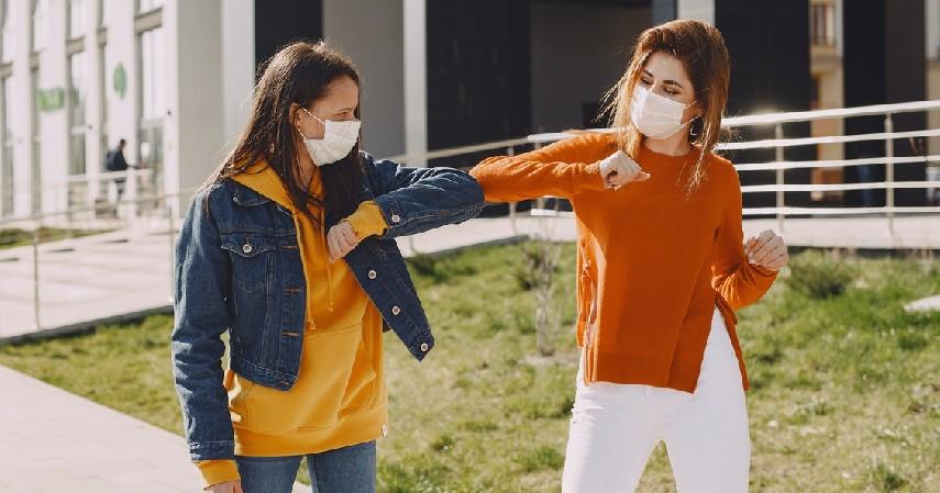 Melakukan diskusi Covid-19 bersama teman - 8 Cara Menjaga Kesehatan Mental Siswa Selama Pandemi