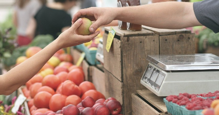 Mengembangkan Produk Lokal - Cara Melindungi Bisnis UMKM dari Resesi