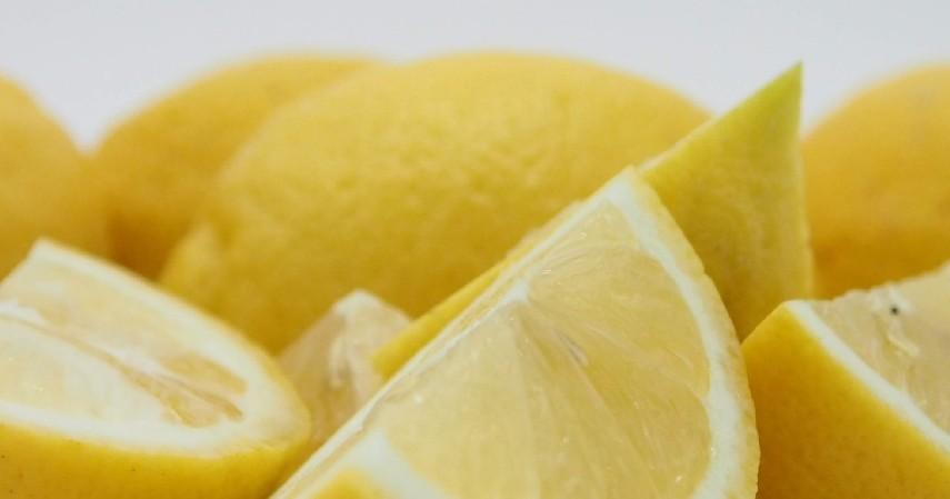 Menggunakan Petroleum Jelly dan Air Lemon - 8 Cara Mengobati Tumit Pecah-pecah