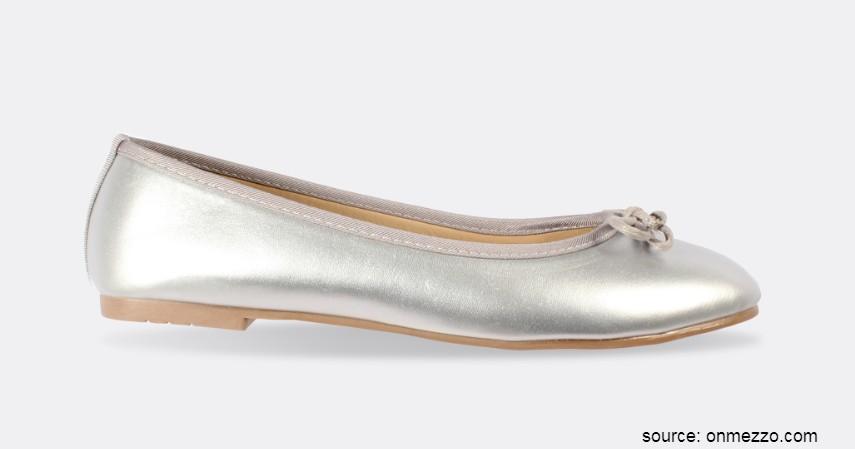 Merk Flat Shoes Lokal Terbaik - The Little Things She Needs – CHERIE Silver