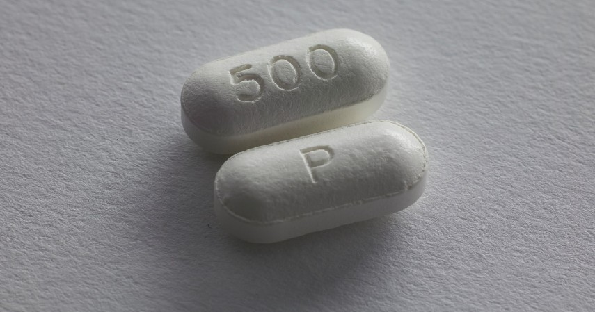 Obat-obatan - 9 Benda yang Tidak Boleh Ditinggalkan di Dalam Mobil Karena Berbahaya