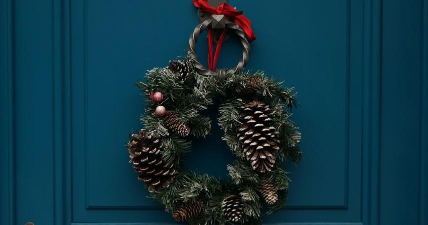 Pinjaman JULO untuk Bisnis Aksesoris Natal - Christmas Ring Door