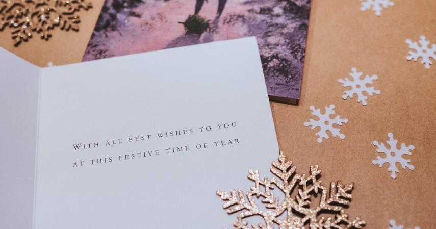 Pinjaman JULO untuk Bisnis Aksesoris Natal - Kartu Ucapan