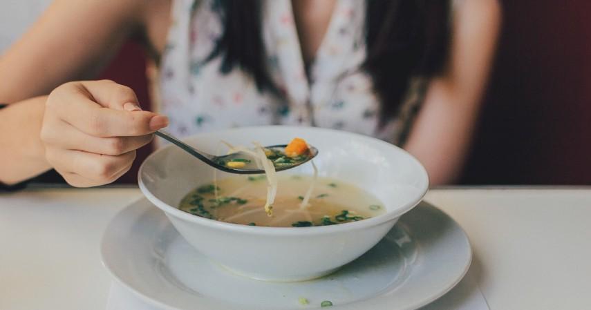 Tips Makan All You Can Eat agar Tidak Rugi - Jeda makan saat perut terasa penuh