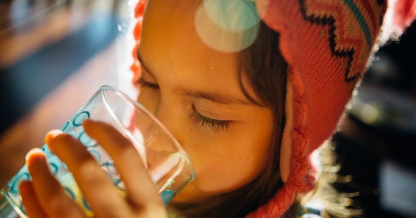 Tips Makan All You Can Eat agar Tidak Rugi - Minum air putih saat makan