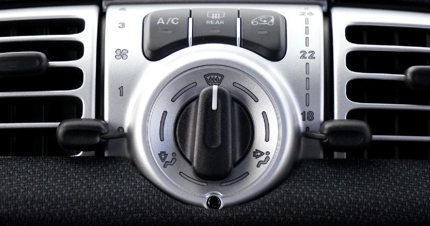 Tombol Pengaturan AC dan Starter yang Sudah Modern - 15 Kelebihan Mobil Toyota Avanza yang Tak Disangka Banyak Orang