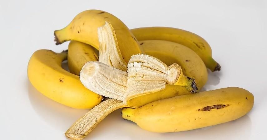 kulit pisang - Cara Menghilangkan Tahi Lalat secara Alami