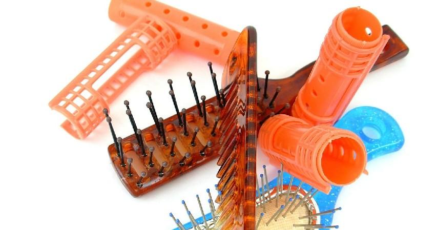 roller plastik - 10 Cara Meluruskan Rambut Secara Alami