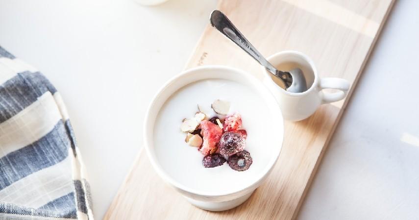 telur dan yogurt - 10 Cara Meluruskan Rambut Secara Alami