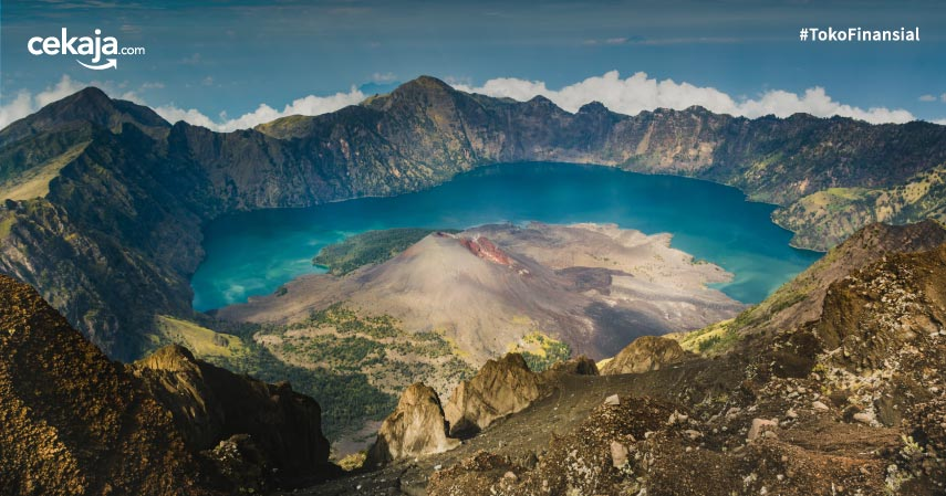 Gunung yang Buka saat Liburan Akhir Tahun untuk Pendaki Maupun Wisatawan