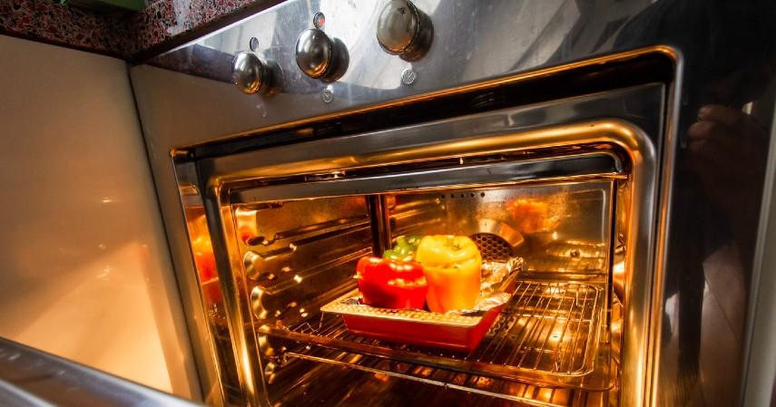 Alat Dapur yang Paling Banyak Mengandung Kuman - Gagang Oven