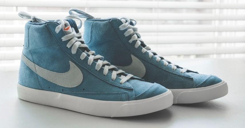 Cara Membersihkan Sepatu Berdasarkan Jenisnya - Sepatu Bahan Beludru