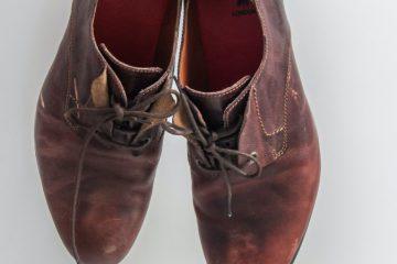 Cara Membersihkan Sepatu Berdasarkan Jenisnya - Sepatu Bahan Suede
