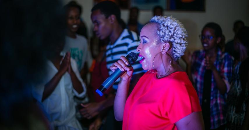 Ide Perayaan Natal di Tengah Pandemi - Bernyanyi dan Karaoke Lagu Natal