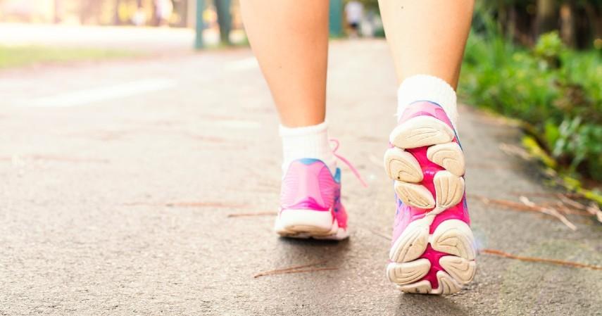 Jalan Kaki - 8 Olahraga Pereda Stress yang Bisa Kamu Lakukan Sendiri