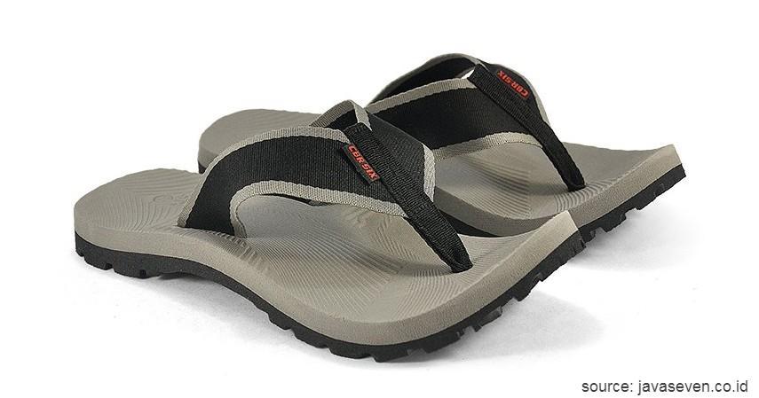 Java Seven Shoes Lunardi 3 Red Men's Outdoor Sandal & Flip Flops - 10 Merk Sendal Gunung Terbaik