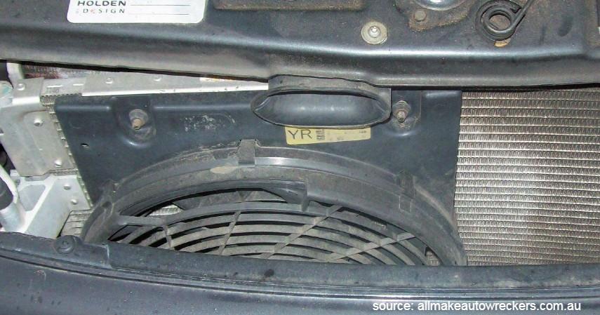 Kondensor yang Kotor - Penyebab AC Mobil Tidak Dingin Beserta Solusi