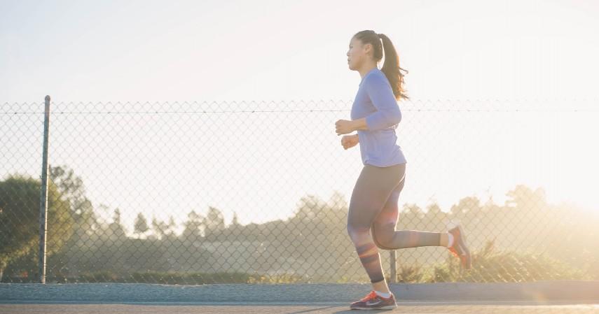 Lari - 8 Olahraga Pereda Stress yang Bisa Kamu Lakukan Sendiri