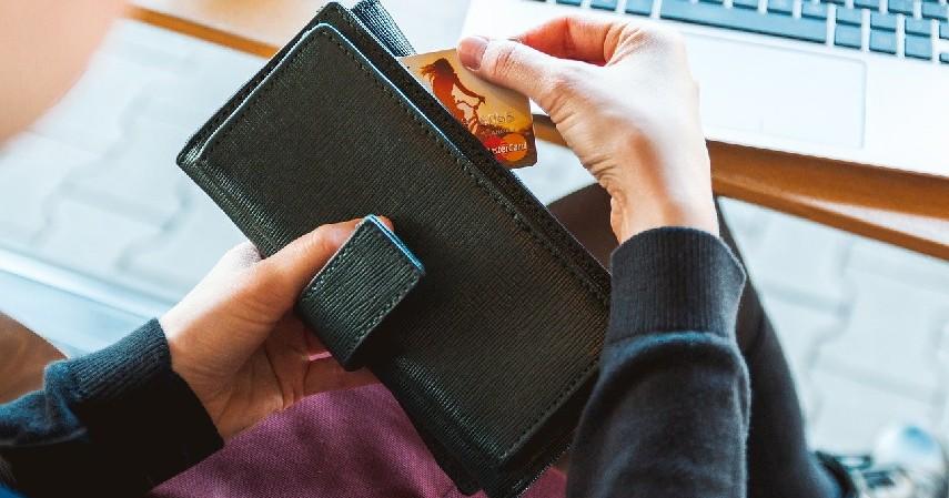 Menggunakan rekomendasi suami atau istri - 5 Cara Membuat Kartu Kredit Tanpa Slip Gaji