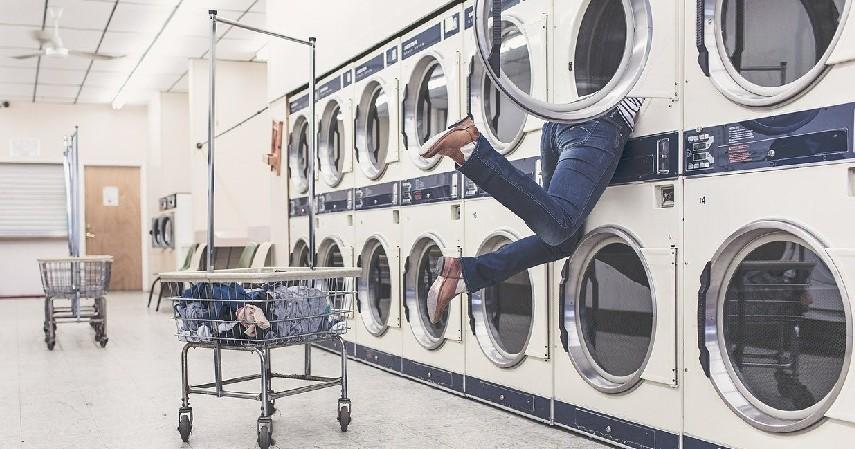 Mudah Dibersihkan - 7 Alasan Sprei Hotel Selalu Berwarna Putih