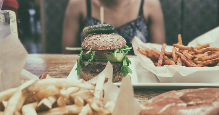 Penyebab Komedo dan Cara Mengatasinya - Konsumsi Karbohidrat Gula dan Lemak Berlebih