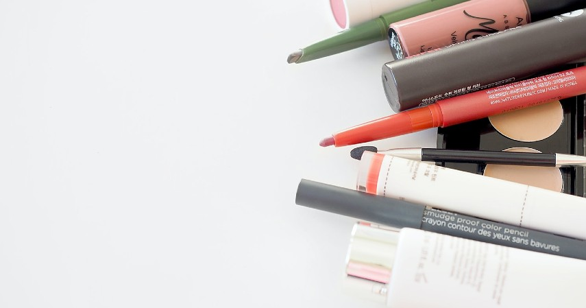 Penyebab Komedo dan Cara Mengatasinya - Penggunaan Produk Kosmetik Berbahan Kimia
