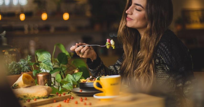 Rekomendasi Ide Hadiah Terbaik untuk Hari Ibu - Ajak Liburan Makan Bersama di Restoran