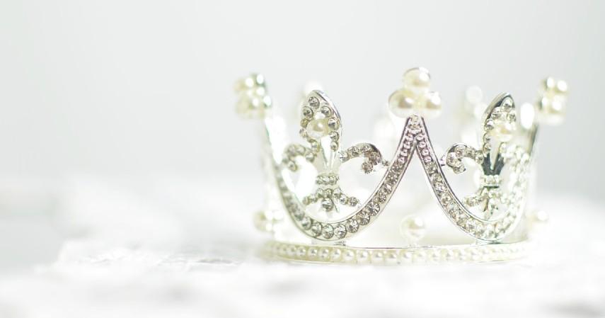 Rekomendasi Ide Hadiah Terbaik untuk Hari Ibu - Perhiasan