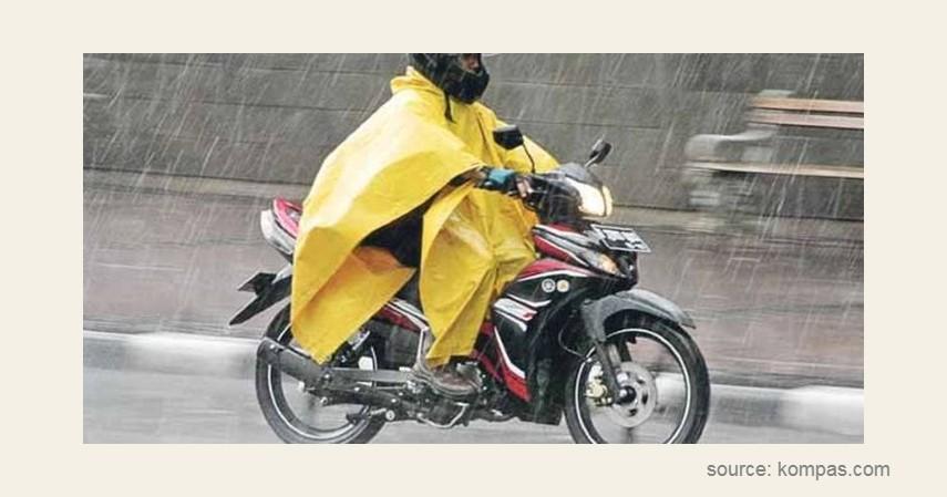 Rentan tersangkut - 6 Bahaya Jas Hujan Ponco untuk Pengendara Motor
