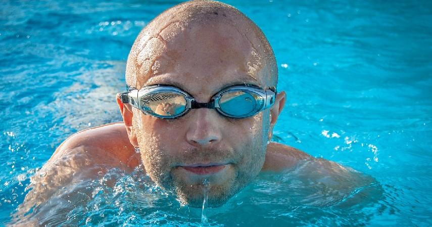 Rutin melakukan olahraga mata - 8 Cara Mengobati Mata Silinder