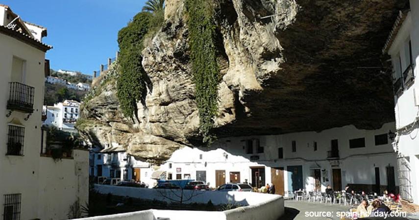 Setenil de las Bodegas Spanyol - 7 Kota Terunik di Dunia dengan Ciri Khas Keren