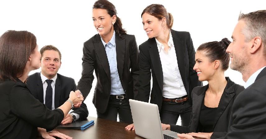 Terlalu banyak mempekerjakan karyawan - 10 Penyebab Bisnis Gagal beserta Solusinya