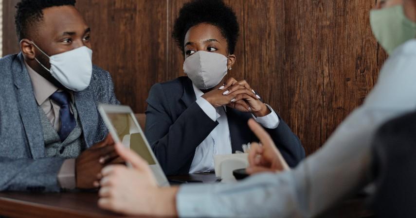 Tips Aman Masuk Kerja Saat Pandemi - Jaga jarak dengan rekan kerja