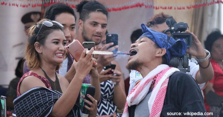 Tradisi Paling Ekstrim di Indonesia - Tradisi Debus Banten