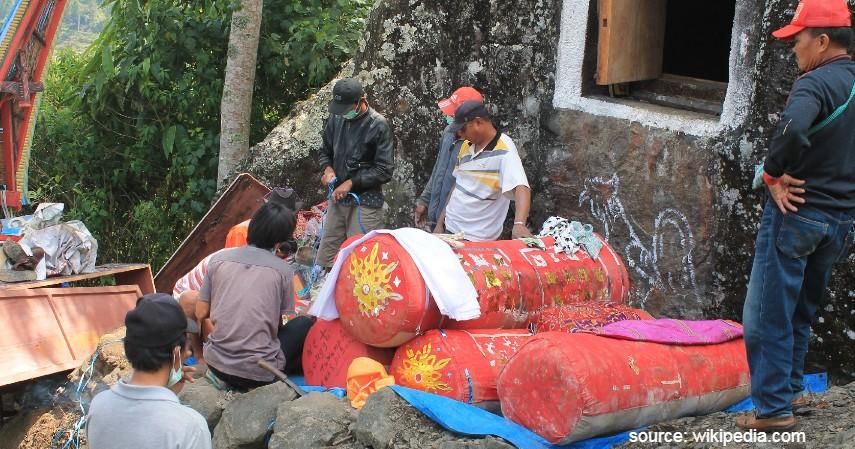 Tradisi Paling Ekstrim di Indonesia - Tradisi Manene Toraja