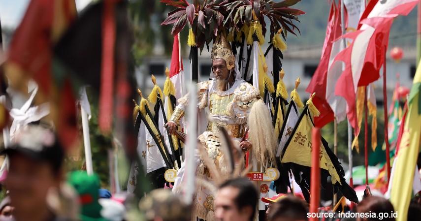 Tradisi Paling Ekstrim di Indonesia - Tradisi Tatung Singkawang