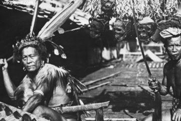 Tradisi Paling Ekstrim di Indonesia - radisi Ngayau Suku Dayak