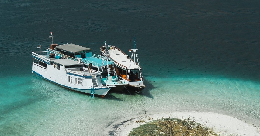 Wisata bahari kapal layar dan selam - Jenis Wisata yang Diminati Wisatawan saat Pandemi