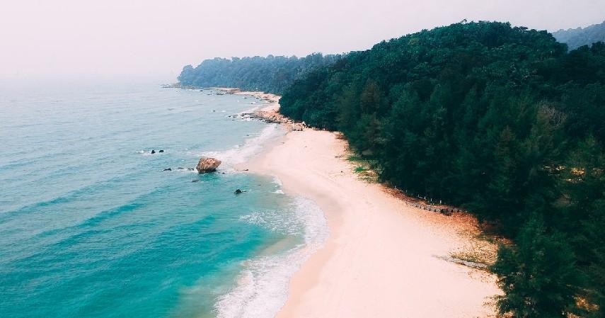 Wisata pantai - Jenis Wisata yang Diminati Wisatawan saat Pandemi