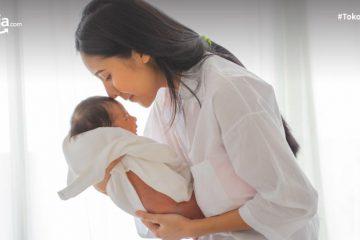 Cara Menggendong Bayi Baru Lahir yang Aman, Bayi Pun Nyaman!