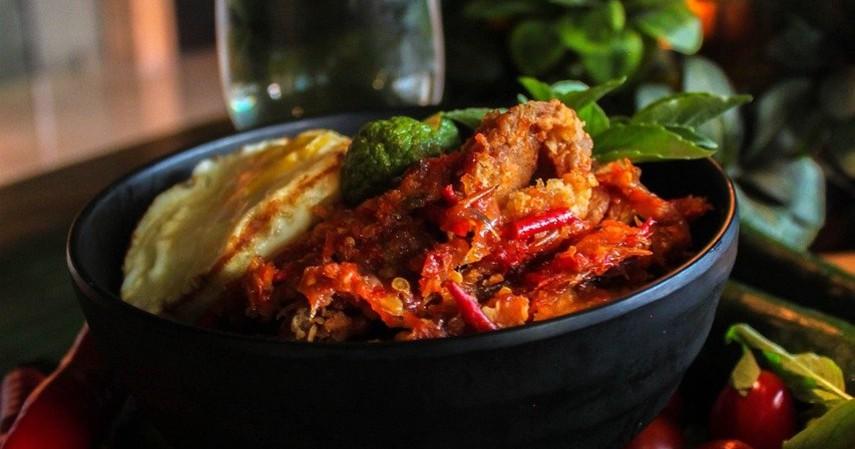 Ayam Geprek - Makanan Favorit Milenial dari Boba hingga Seblak (1)