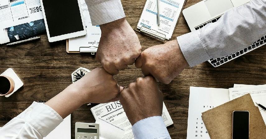 Bekerja Sama dengan Brand Lain - Cara Buat Giveaway Bisnis Online yang Menarik