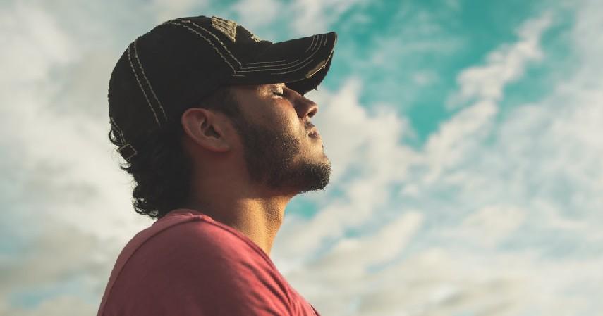 Belajar untuk Tenang dan Mengatur Pernafasan - 7 Cara Mengatasi Fobia Naik Pesawat