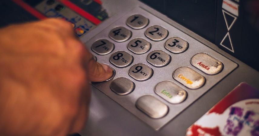 Biaya Tarik Tunai - 8 Biaya Kartu Kredit Selain Bunga yang Wajib Diketahui Sebelum Apply