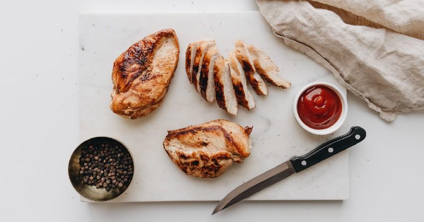 Dada ayam - 9 Makanan yang Aman Dikonsumsi sebelum Olahraga