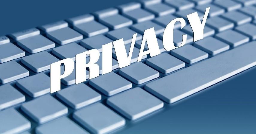 Informasi pribadi - Hal yang Pantang Diumbar di Media Sosial