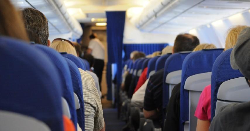 Lakukan Perjalanan Bersama Keluarga atau Teman - 7 Cara Mengatasi Fobia Naik Pesawat