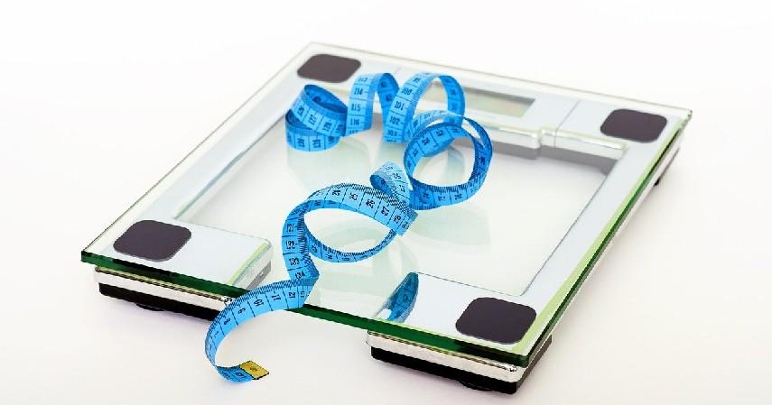 Mengatur berat badan - 8 Cara Mengatasi Heartburn yang Aman