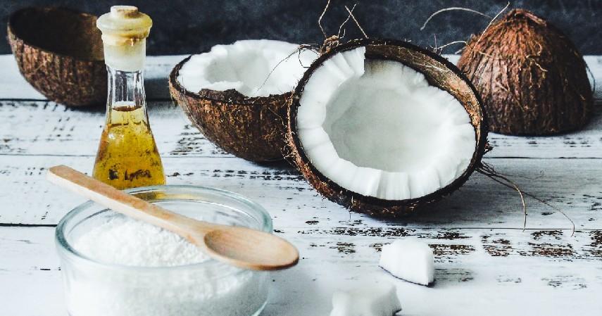 Minyak kelapa - 10 Cara Menghilangkan Bekas Cacar