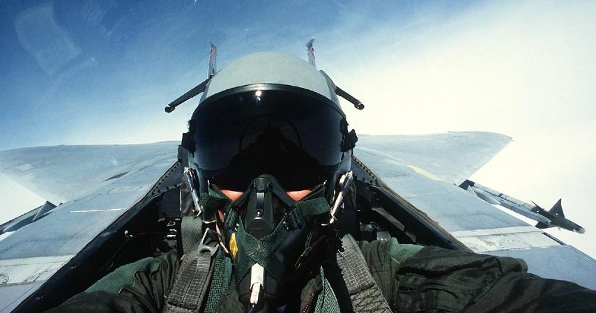 Pilot - Perbedaan Pilot dan Co-pilot